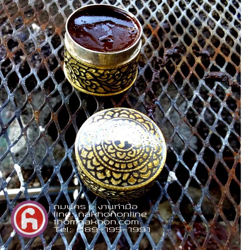 ตลับสีผึ้งถมทอง